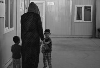 كل ما كنت أفكر فيه هو أنني سأفقد طفلي، وتوقف العالم بالنسبة لي. استطعت أن أتنفس مرة أخرى فقط عندما حملته بين ذراعي© 2018/صندوق الأمم المتحدة للسكان في العراق