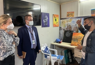 Kawa from Syria, currently in Domiz 1 camp, explains to Emily from Dfat the story behind his favorite painting. Kawa is an art teacher at the UNFPA-youth centre in Domiz camp in Duhok!