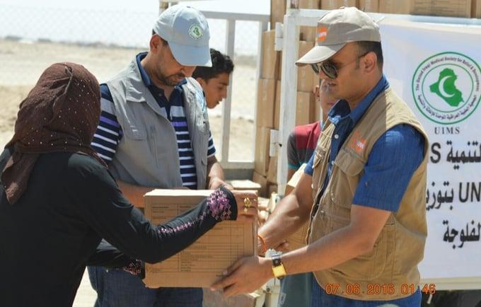 Mr.Balakrishnan, helping in the distribution of Dignity kits to women in Ameriyat Al-Fallujah, Central Iraq