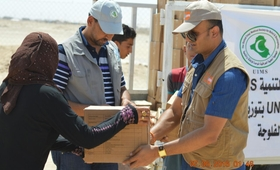 Mr.Balakrishnan, helping in the distribution of Dignity kits to women in Ameriyat Al-Fallujah, Central Iraq