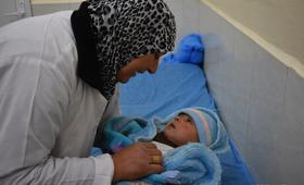Um Qassem, a survivor from behind hospital doors © UNFPA Iraq